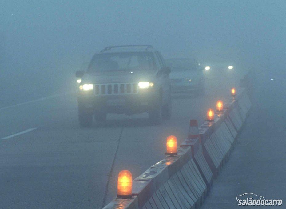 Como dirigir com segurança na neblina?