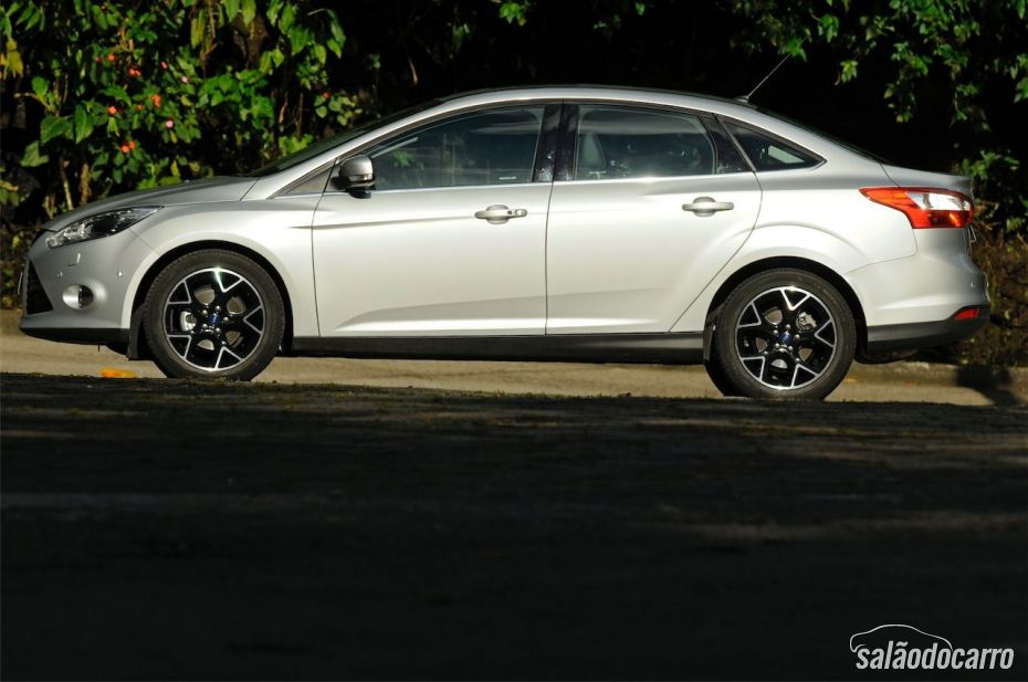 Ford Focus Titanium Powershift - Foto 3