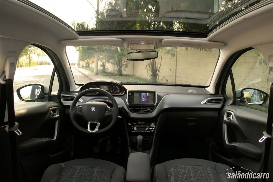 Interior do Peugeot 208 Griffe