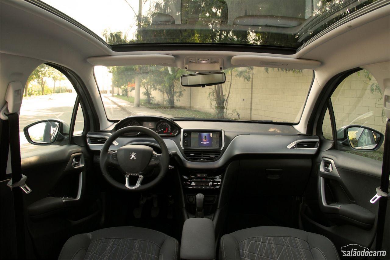 Peugeot 208 griffe testes sal o do carro for Interno peugeot 208