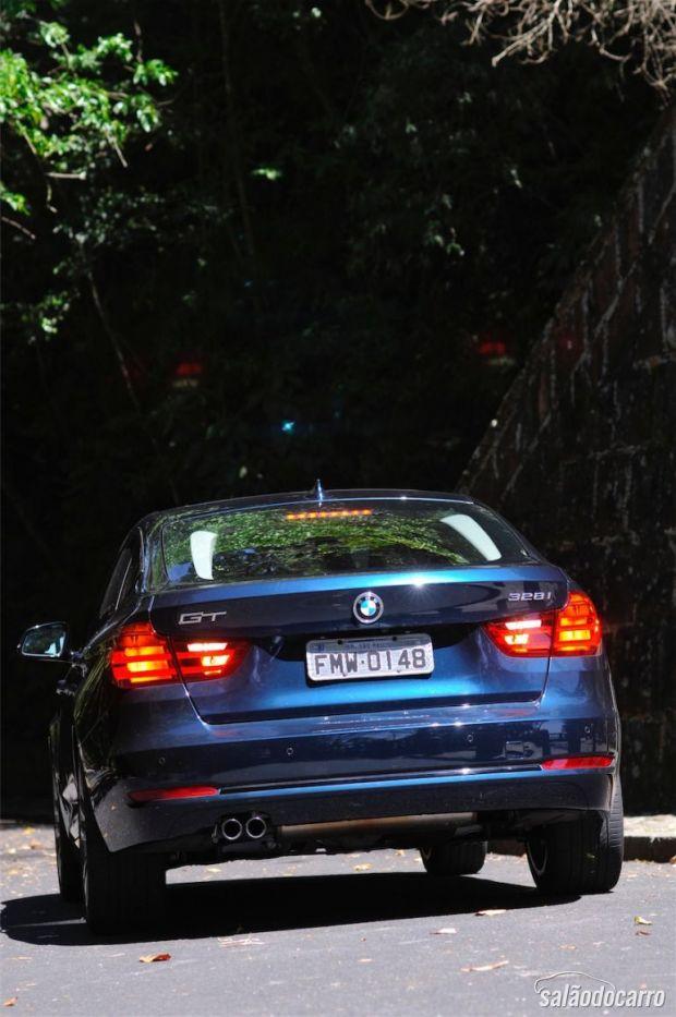 Detalhe da traseira da BMW 328i