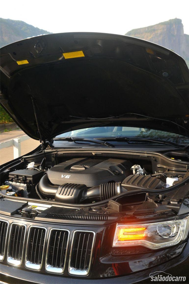 Capô e Motorização do Jeep Grand Cherokee