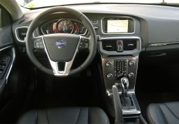 Interior do Volvo V40 Cross