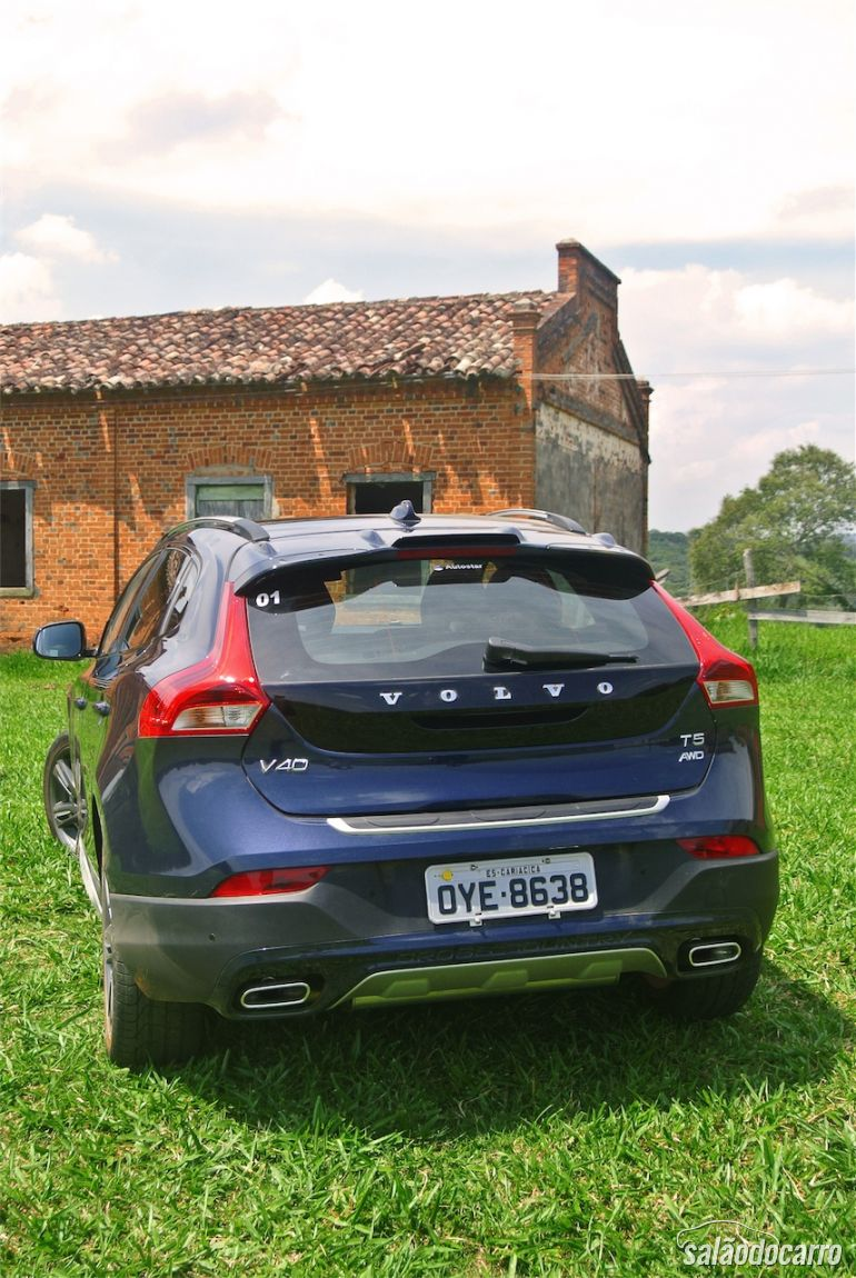 Traseira do Volvo V40 Cross