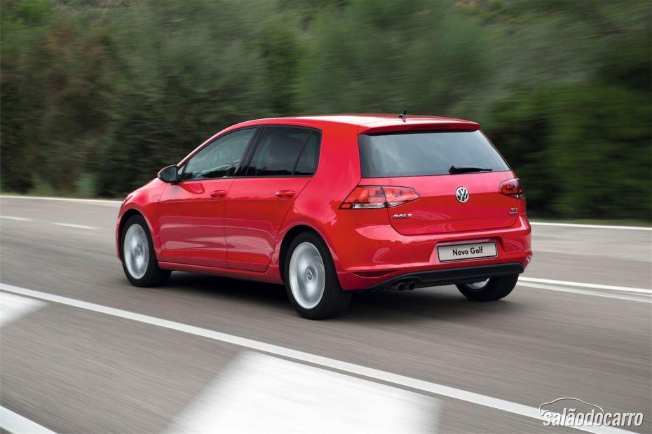 Novo Golf Comfortline na cor Vermelha - Traseira do carro
