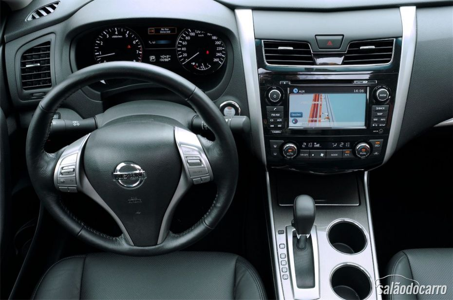 Interior do Nissan Altima SL
