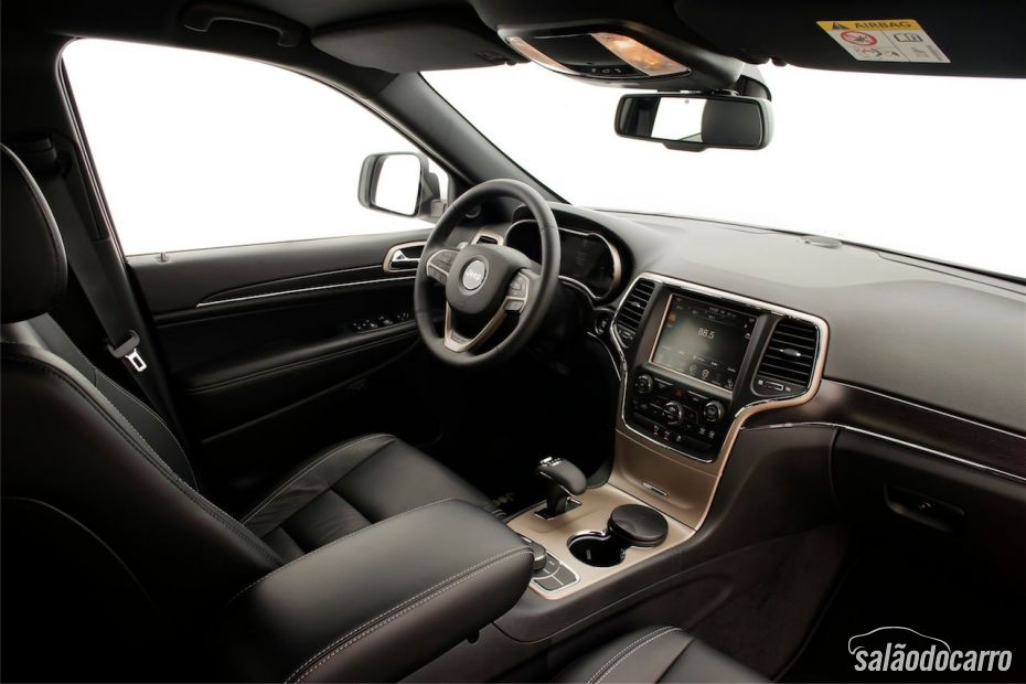 Interior do Jeep Grand Cherokee