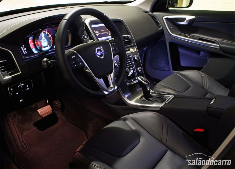 Interior do Volvo XC 60 T5