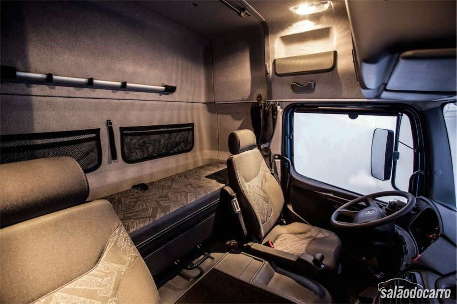 Interior do Mercedes-Benz Atego