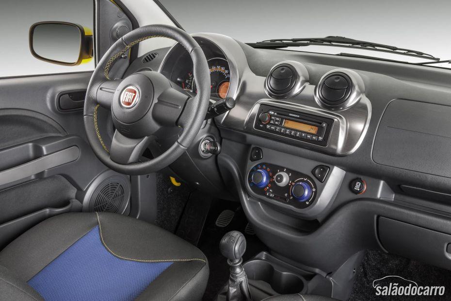 Interior do Fiat Uno Rua