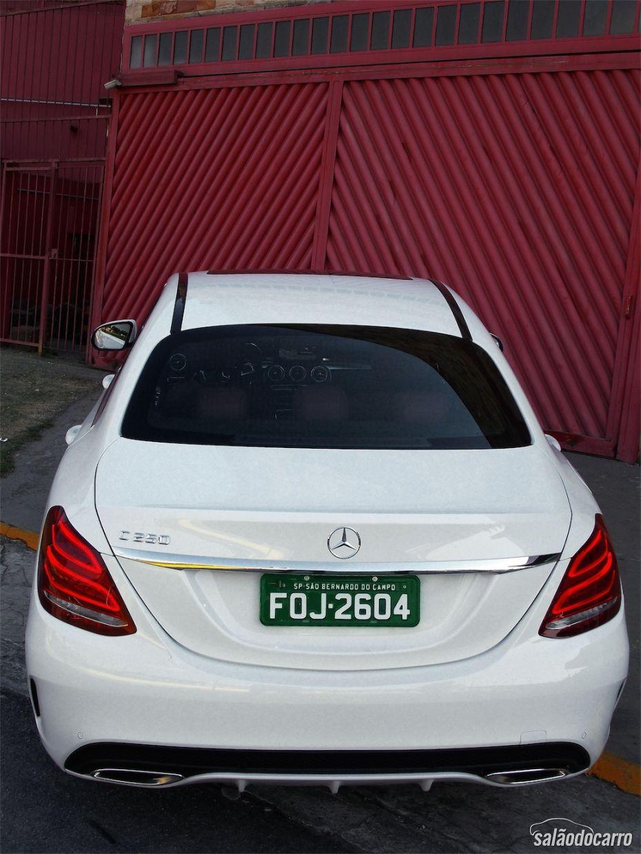 Visão da traseira do Mercedes-Benz Classe C