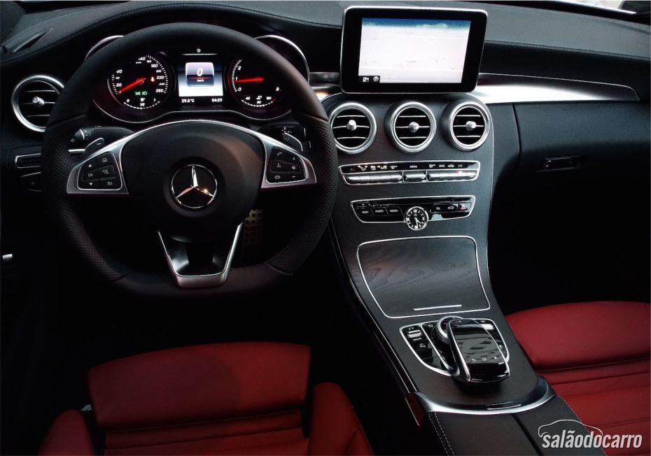 Interior requintado de um puro Mercedes