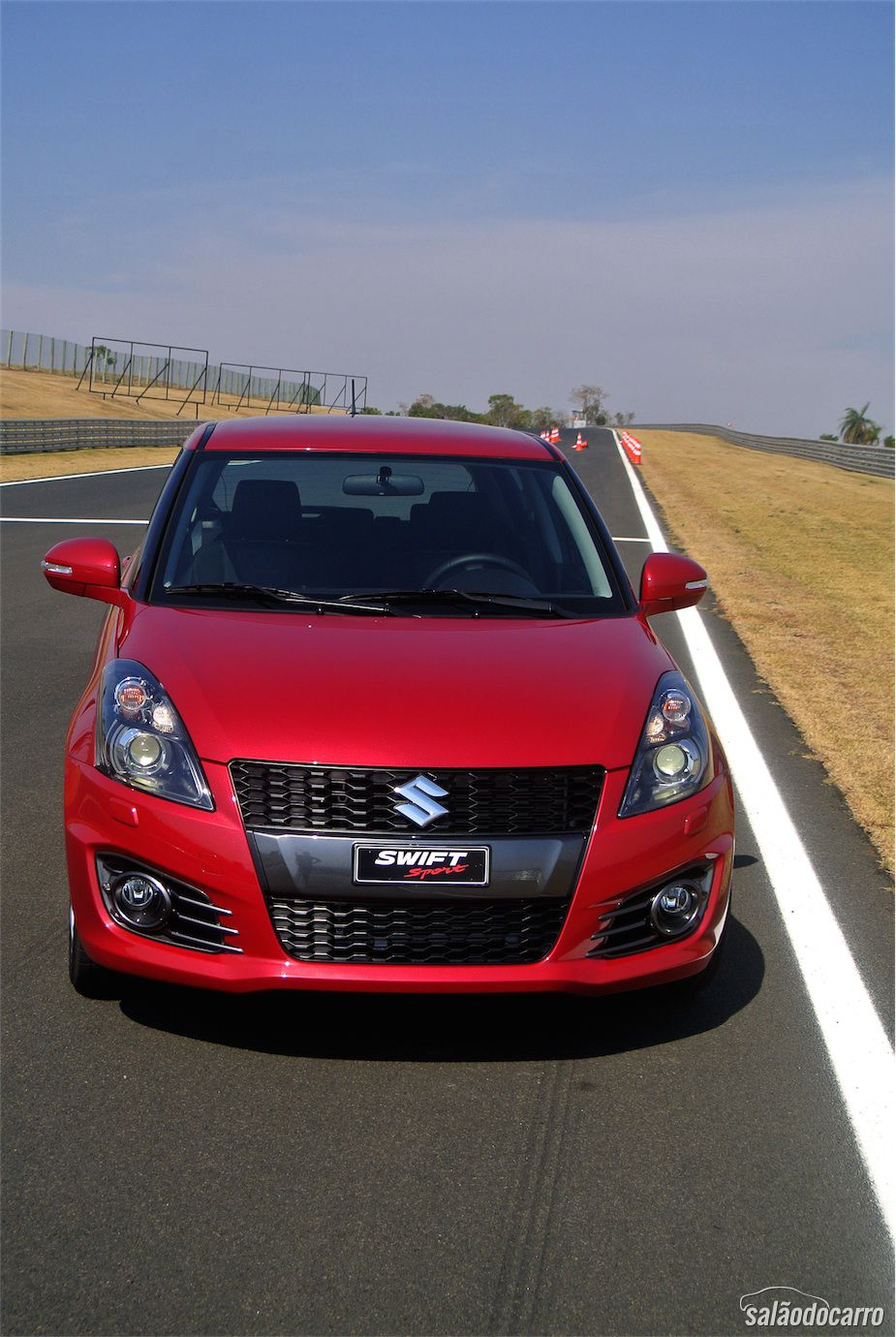 Swift Sport tem grade dianteira imponente