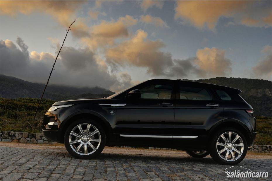 Visão lateral do Range Rover Evoque