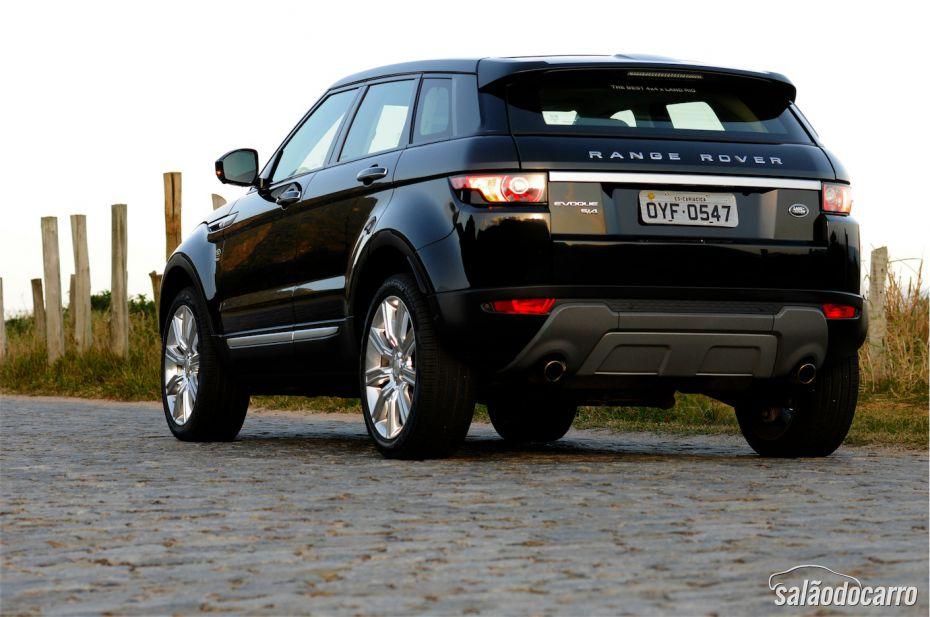 A traseira mistura visual de SUV e Esportivo