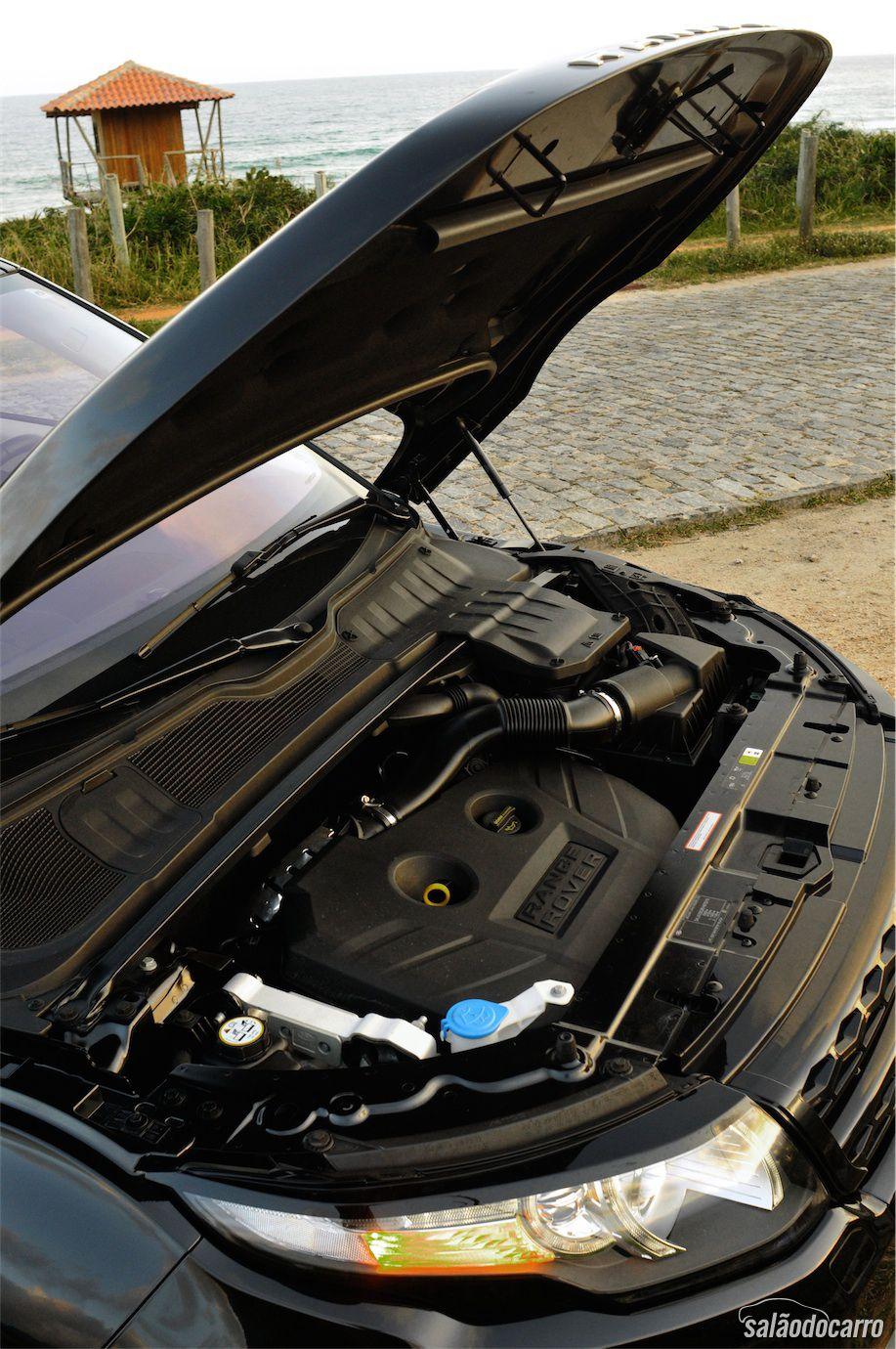 Sob o capô, o motor 2.0 turbo que entrega 240 cv