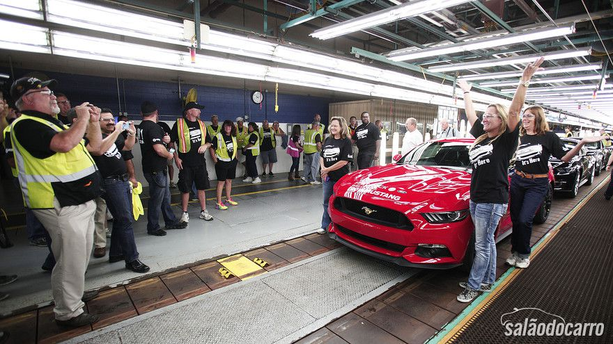 Ford começa a produzir novo Mustang 2015