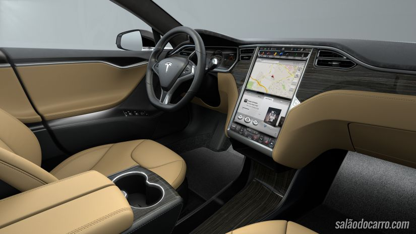 Tesla P85D é o sedan mais rápido do mundo