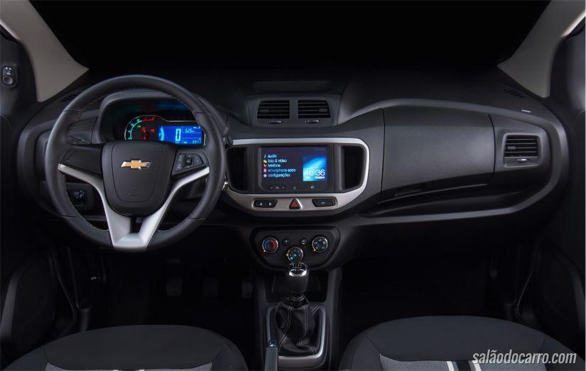 Interior herda o padrão global da GM inclusive com MyLink