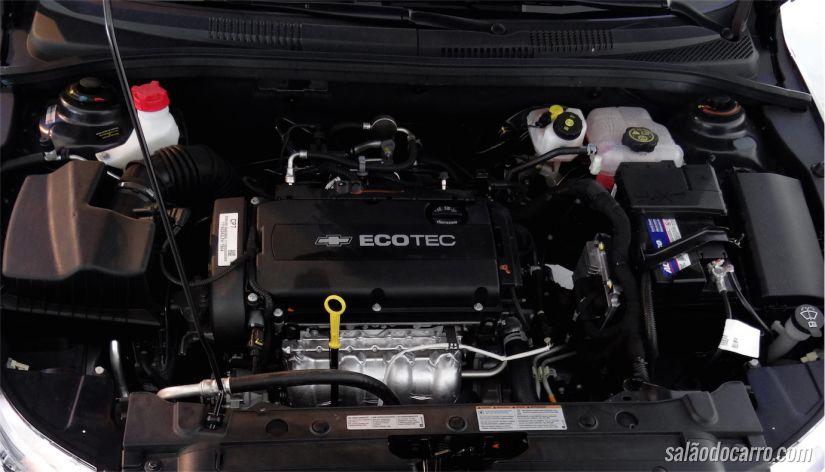 Sob o capô, o mesmo motor Ecotec 1.8 de 144 cv (com etanol)