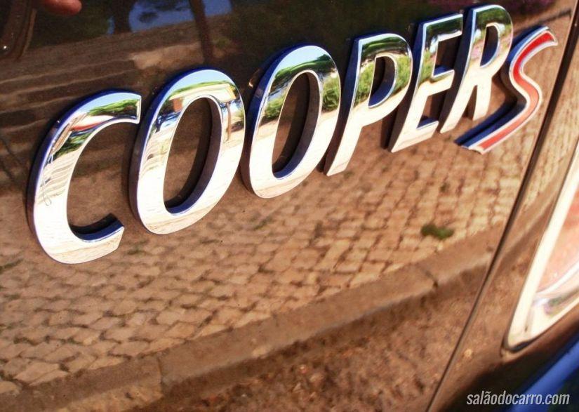 MINI lança Cooper S com câmbio manual