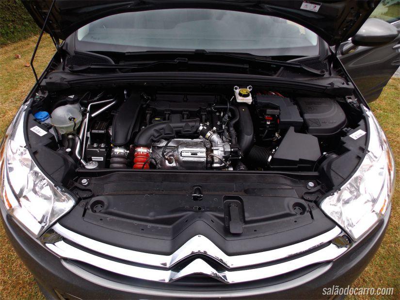 Sob o capô, o motor THP de 173cv