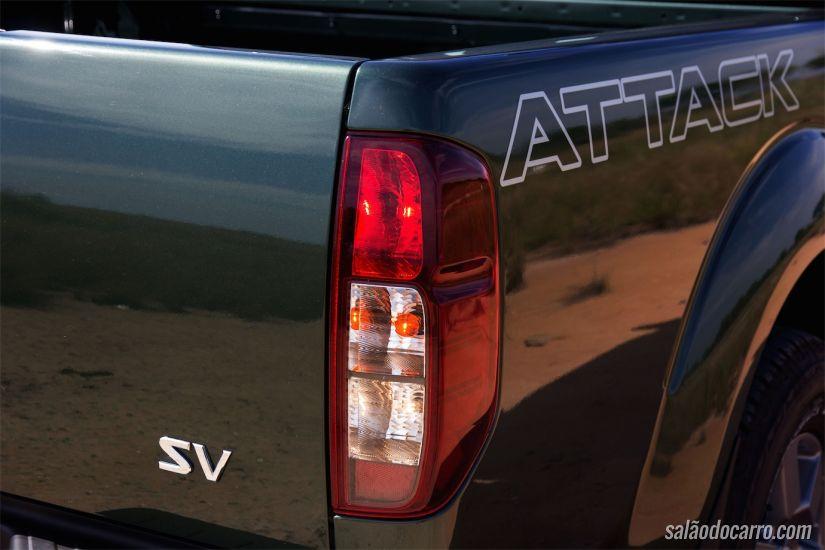 Detalhe emblema Attack na carroceria