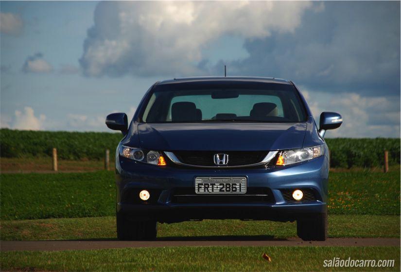 O modelo top de linha do Civic (EXR)