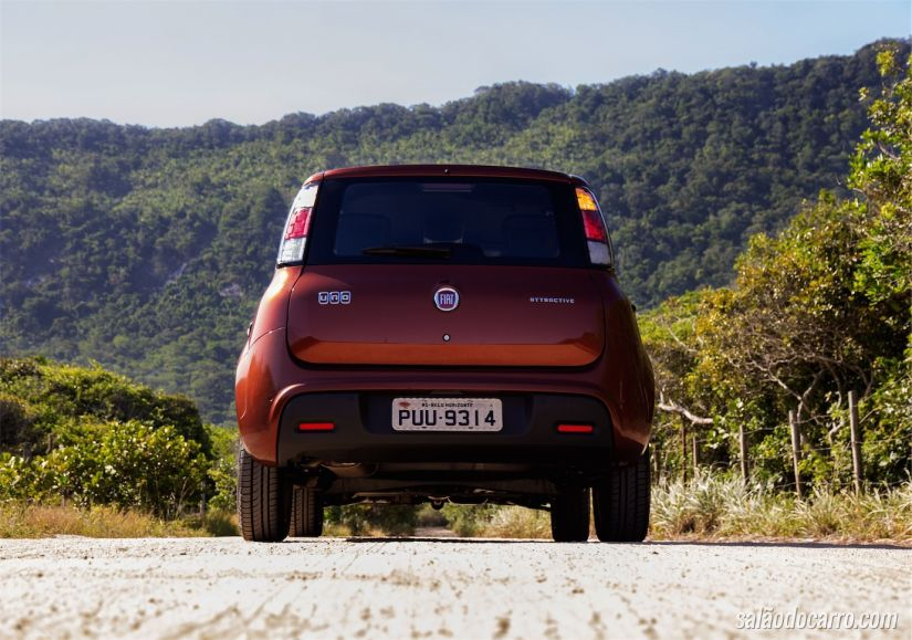 Traseira do Fiat Uno Attractive