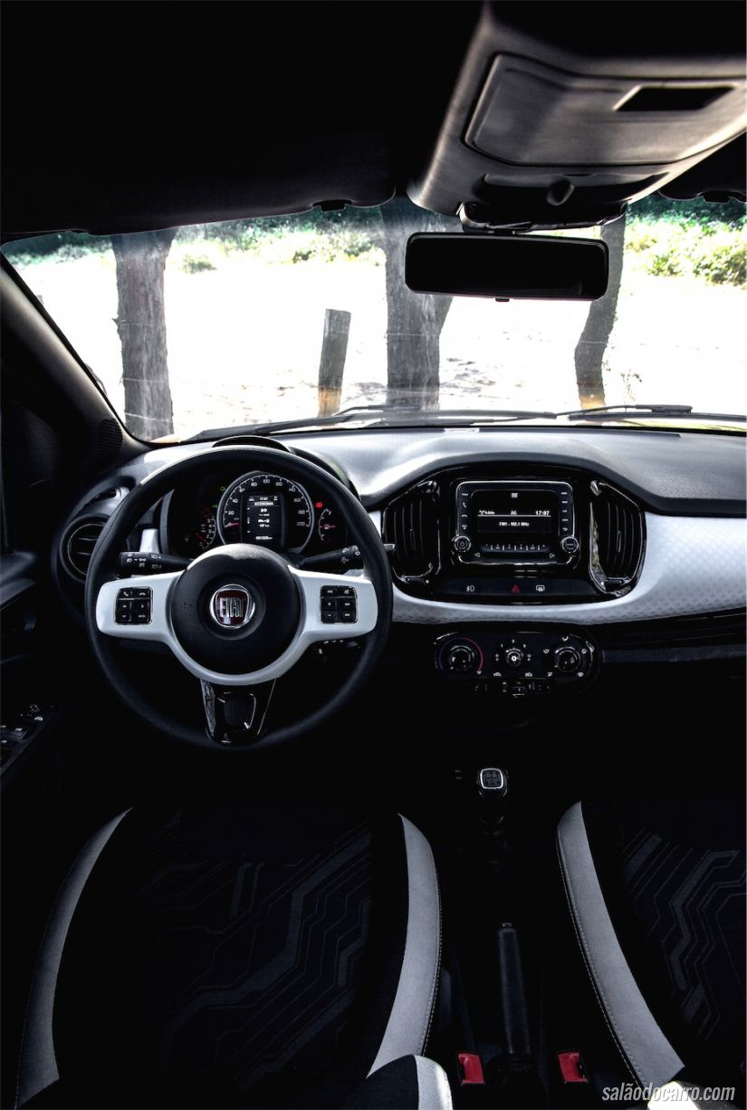 Interior do Fiat Uno Attractive