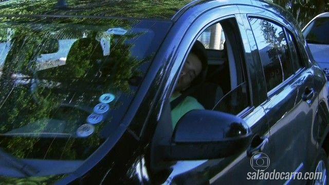 Motorista dorme no trânsito e cria uma fila de carros