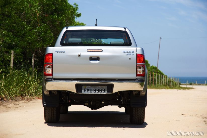 Toyota Hilux SRV Flex 4x2