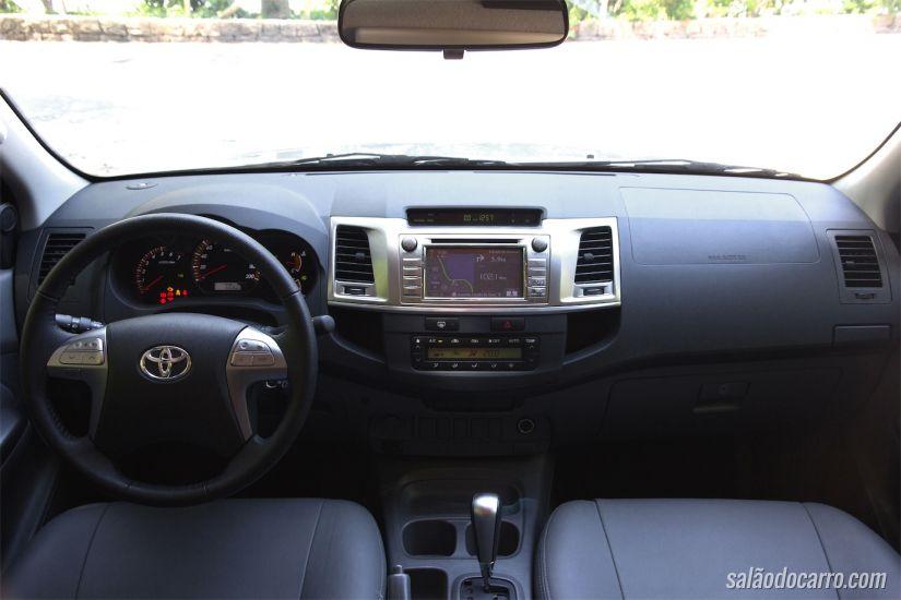 Interior da Hilux SRV Flex
