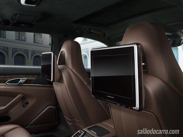 Porsche lança central multimídia nos bancos traseiros