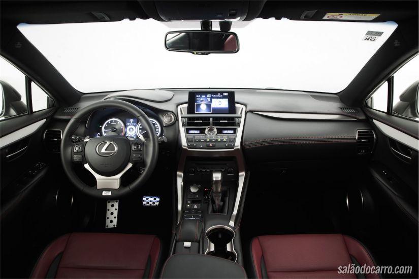 Interior é requintado e com muita tecnologia