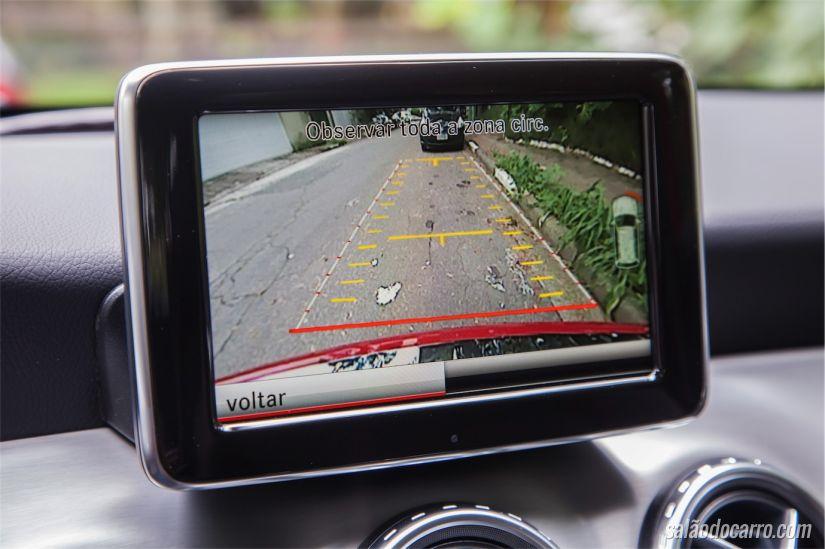 Detalhe do GPS embutido no painel