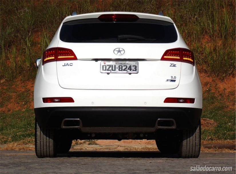Traseira do JAC T6 lembra modelos da Audi