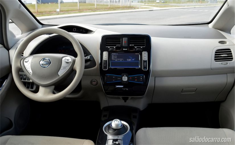 Interior do Nissan Leaf