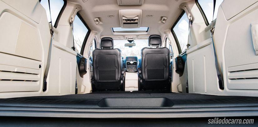 Chrysler convoca recall de 943 veículos de Town & Country