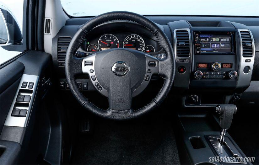 Interior da Nissan Frontier