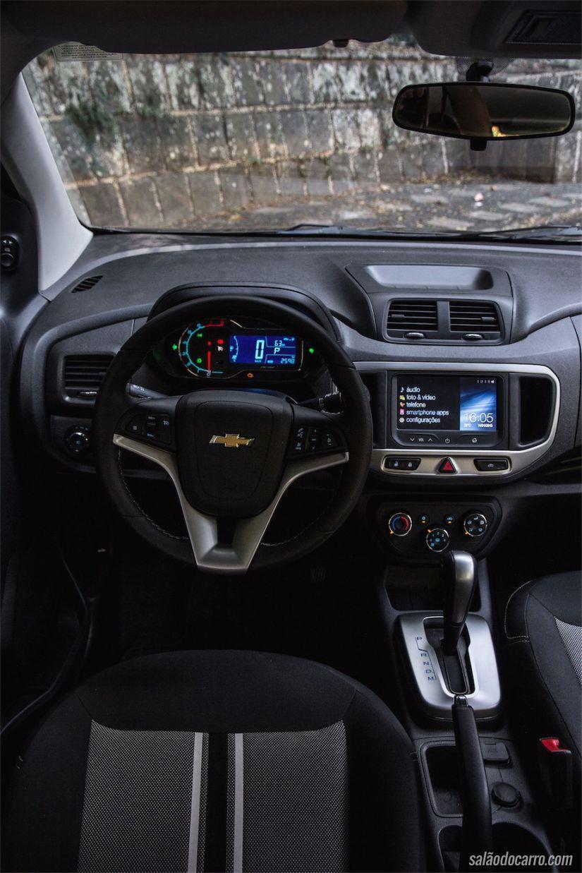 Interior da Chevrolet Spin com câmbio automático