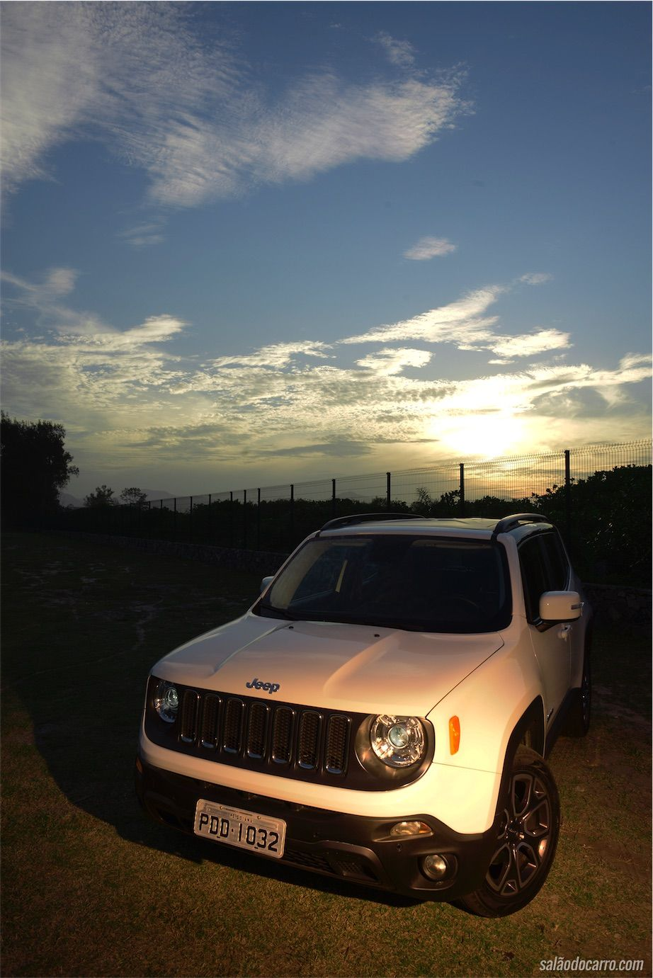 jeep renegade longitude 4x4 testes sal o do carro. Black Bedroom Furniture Sets. Home Design Ideas