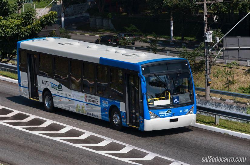 Ônibus Scania movido a etanol