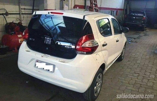 Fiat Mobi é flagrado sem disfarces