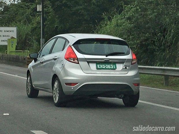 Novo Ford Fiesta é flagrado em testes