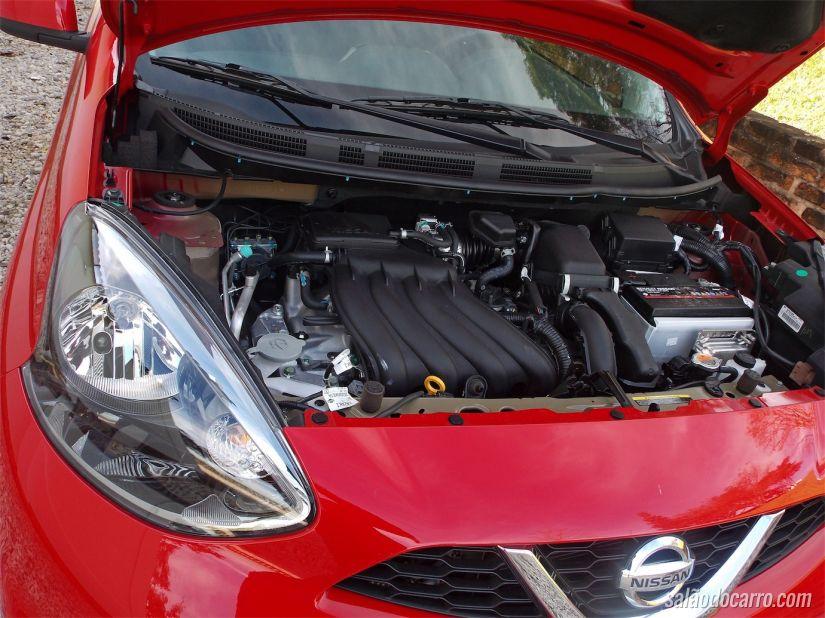 Nissan March com câmbio CVT