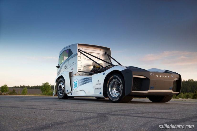 Volvo atinge velocidade recorde com caminhão de 2.400 cv