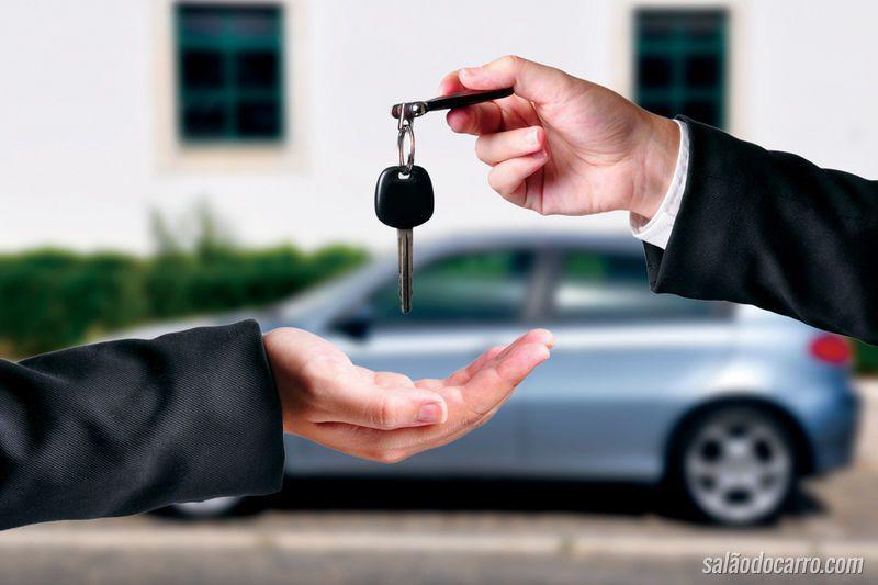 O que deve conferir antes de comprar um carro usado?
