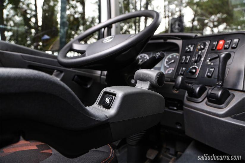 Mercedes-Benz Axor off-road