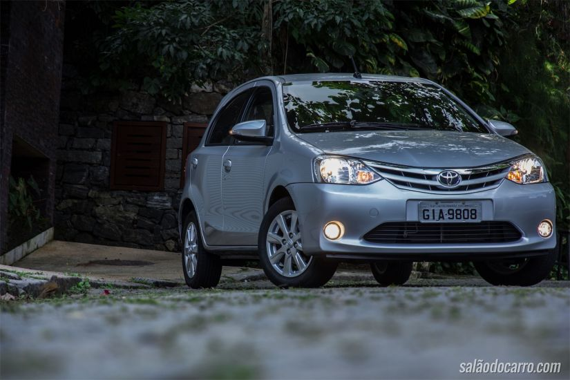 Toyota Etios XLS automático
